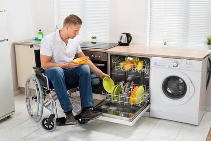 une cuisine handicap sur mesure pour faciliter le quotidien. Black Bedroom Furniture Sets. Home Design Ideas