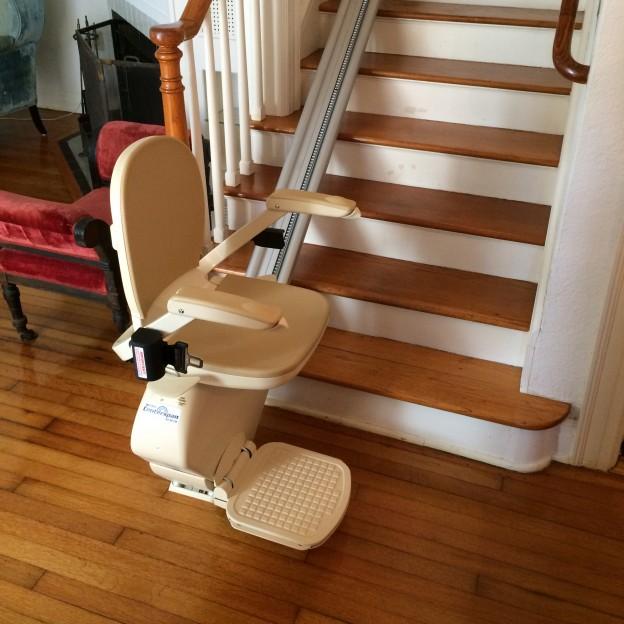 Monte-escaliers équipement pour séniors
