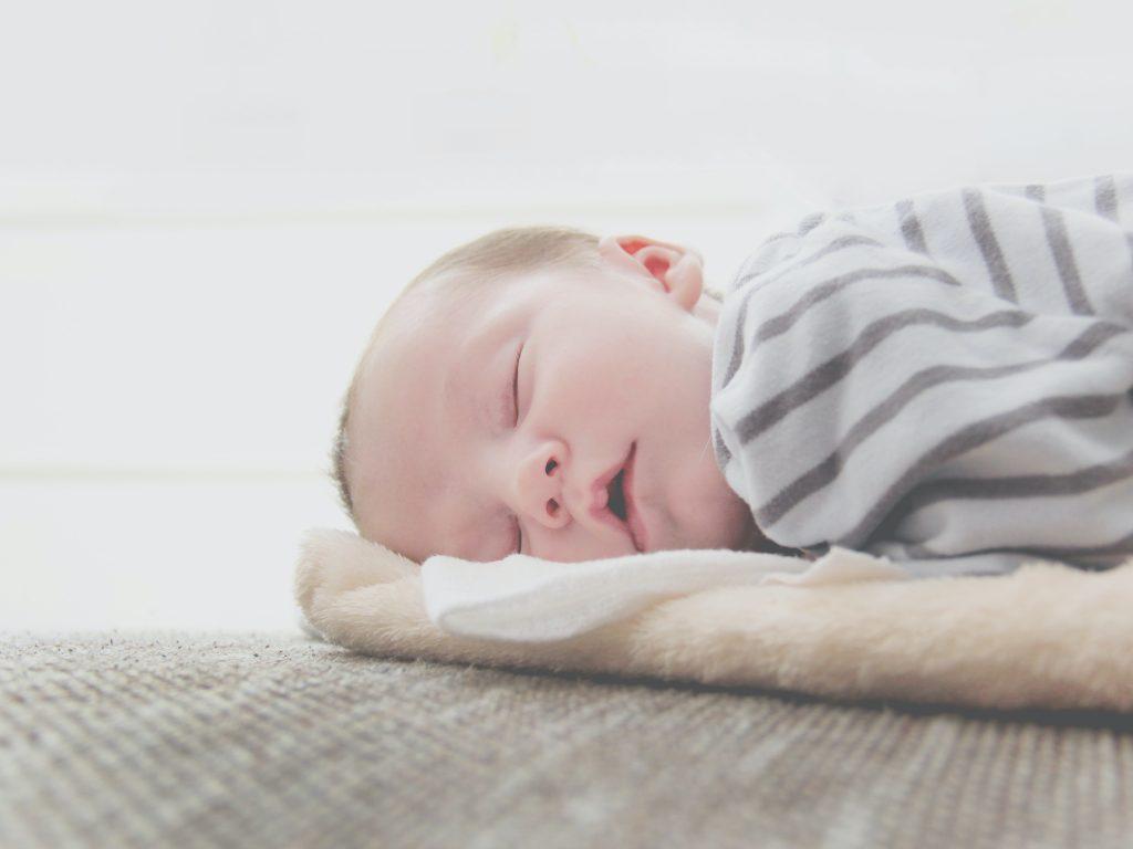 Voici comment aider bébé à faire ses nuits