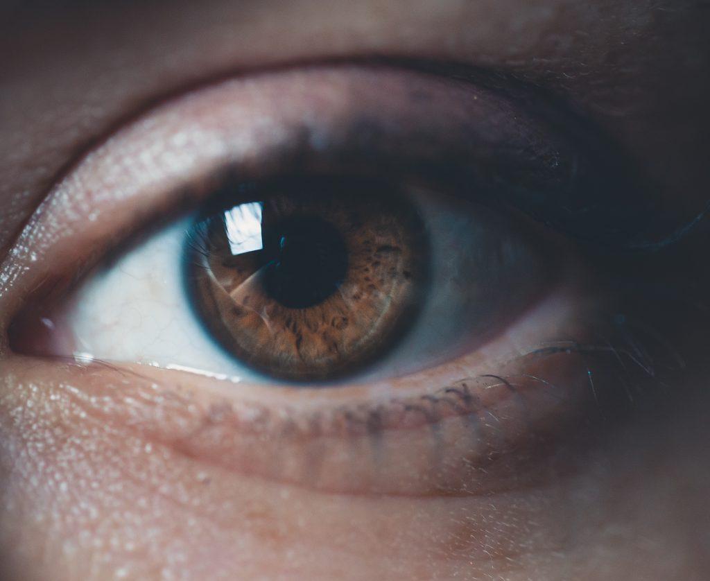 Il est facile de traiter la sécheresse oculaire.