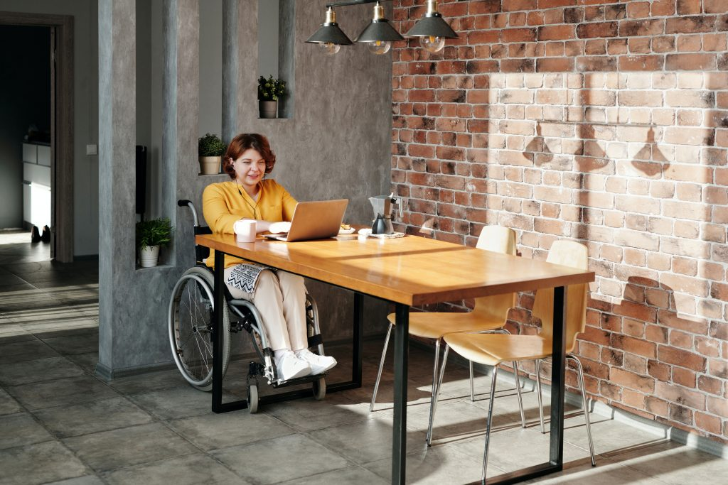 En fonction de votre mode de vie, il existe plusieurs modèles de fauteuils roulants adaptés.
